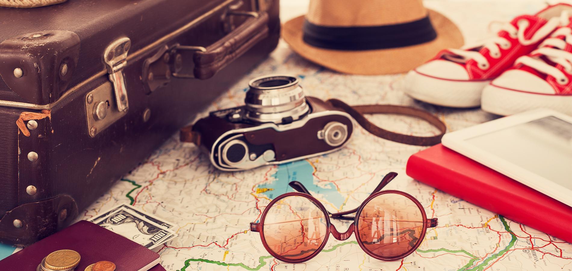 accessoires indispensables à ne pas oublier dans sa valise