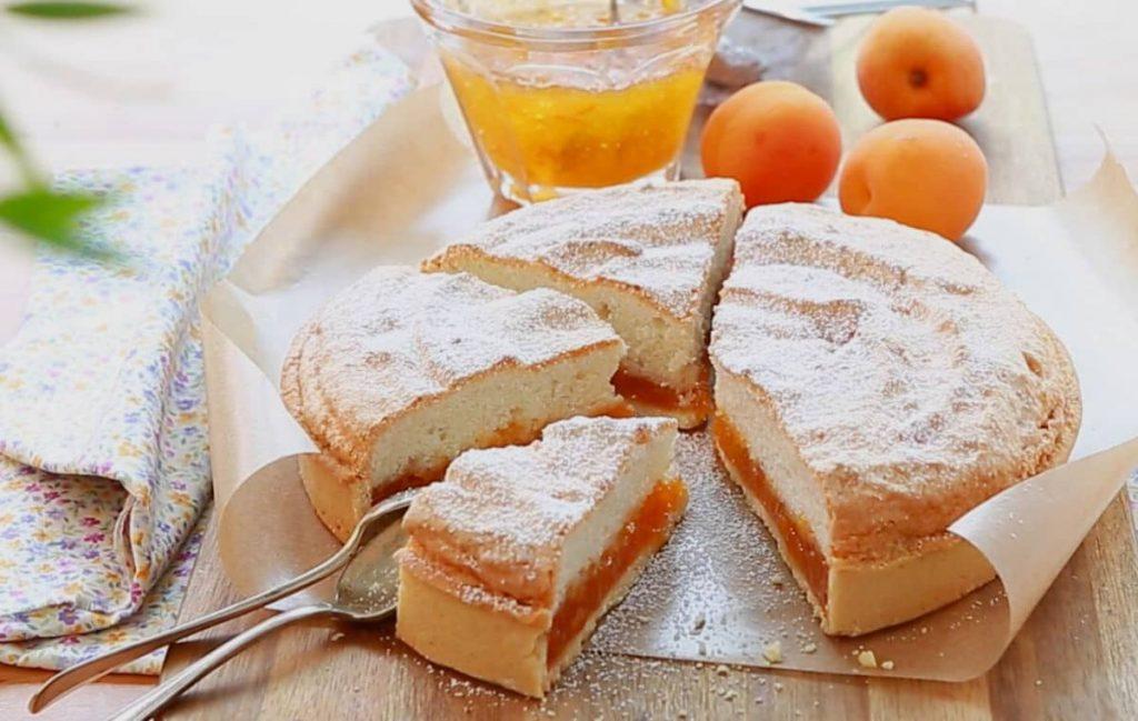 Fenetra : tarte toulousaine aux abricots, citron confit et amandes