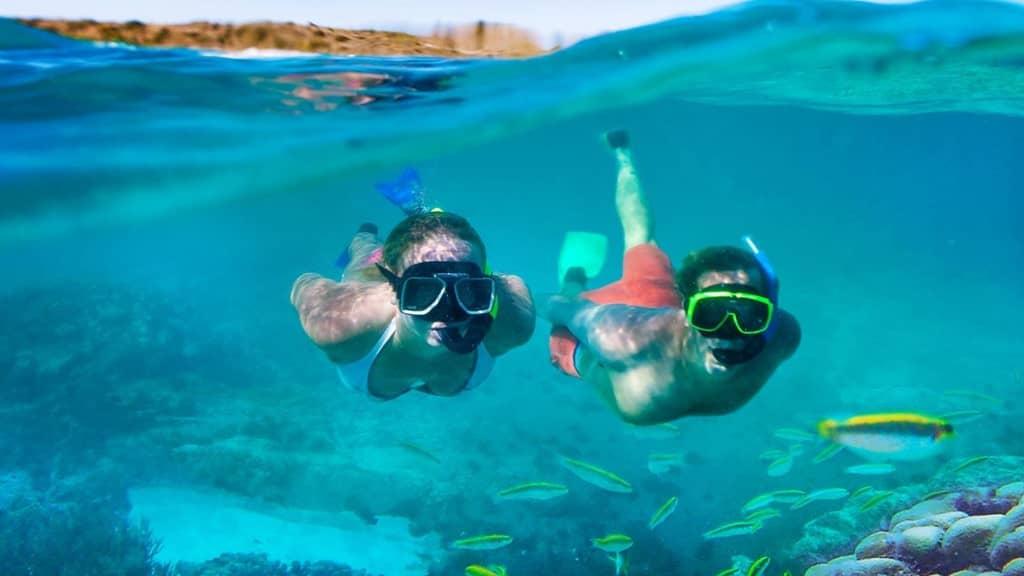 snorkeling Santorin